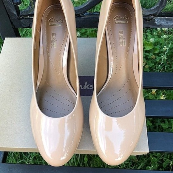 e672f627ff9 Clarks Brier Dolly Nude SZ 9 M NIB Pump Shoe